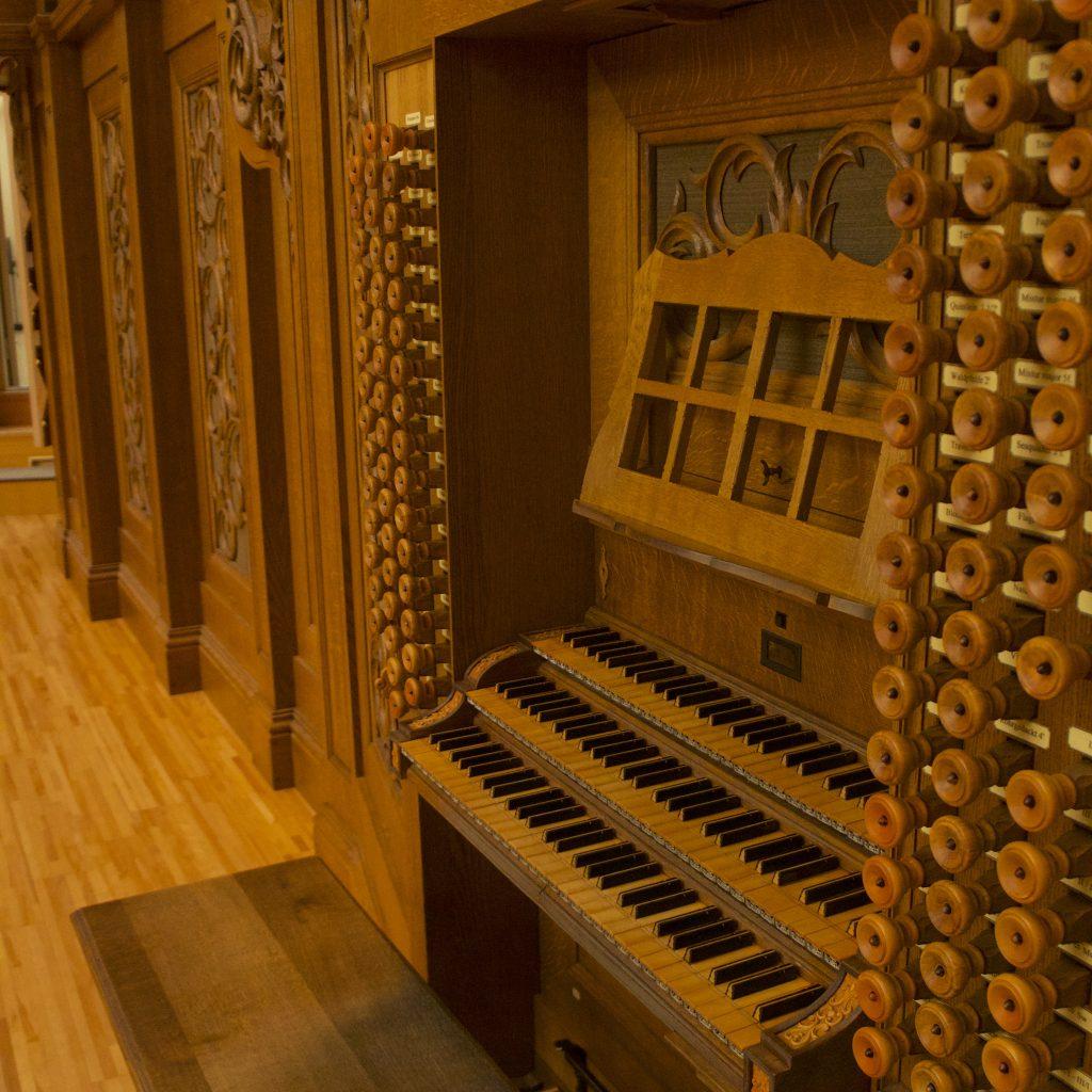オルガンの鍵盤部分