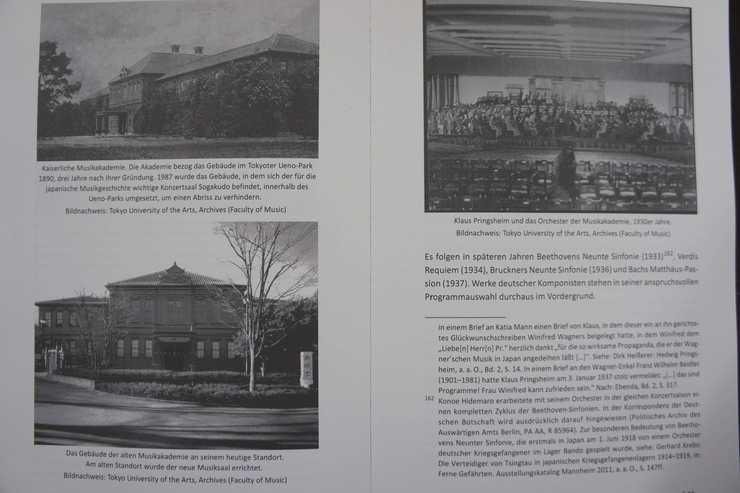 Eisinger, op.cit., pp.84-85. 音楽学校校舎や旧奏楽堂、指揮をするプリングスハイムの写真などが掲載されたページ